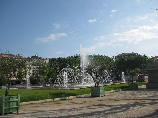 Hotel Terminus: Fountain in Beziers
