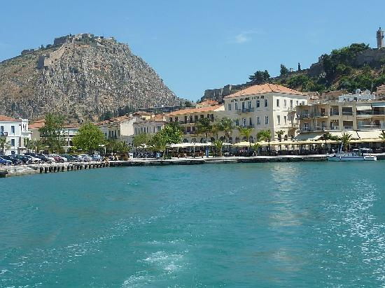 Grande Bretagne Hotel Nafplio: Grande Bretagle from out to sea.