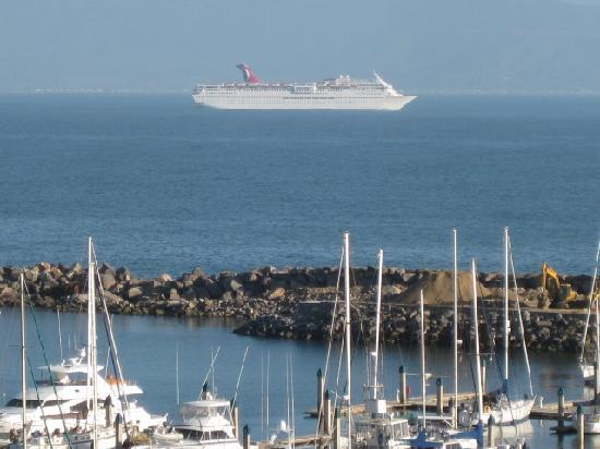 Hotel Coral & Marina: Overlooking the Marina and the Carnival Cruise leaving Ensenada