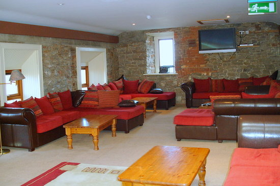 Newgrange Lodge: One of the many lounge areas