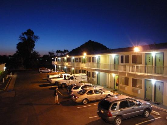 Motel 6 Scottsdale : Motel 6 mit Camelback Mountain