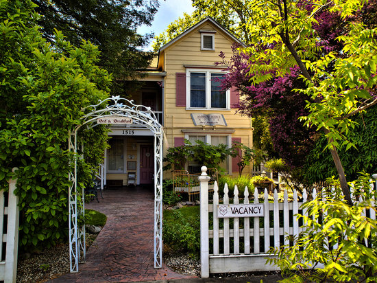 Ambrose Bierce House Bed And Breakfast