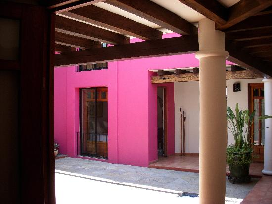 Casa de los Milagros B&B: Our room faced this beautiful courtyard.