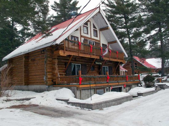Carnivic Lodge