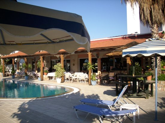 http://media-cdn.tripadvisor.com/media/photo-s/01/89/0a/cf/das-restaurant-am-pool.jpg