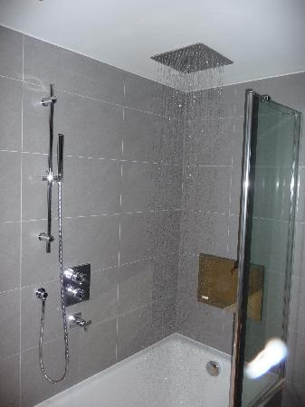 The Montcalm London: Swell 'rain' shower - with television