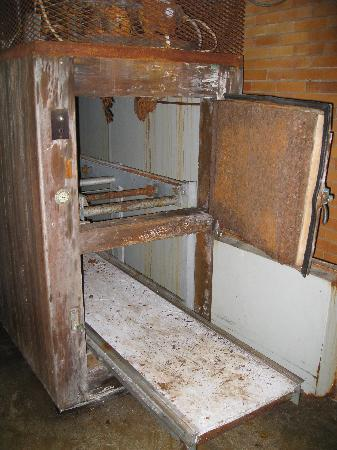 Weston, WV: Morgue in medical building