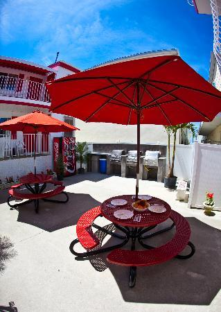 Matador Oceanfront Resort Motel: Renovated BBQ Area!