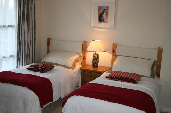 twin bedroom - Picture of Number 11 Townhouse, Belfast - TripAdvisor