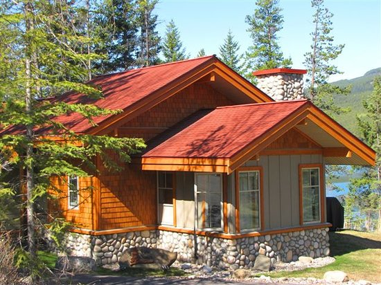 Patricia Lake Bungalows: the Aspen Cottage