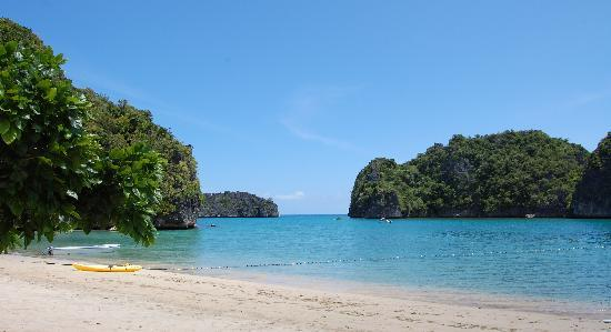 Caramoan, Philippines: View of the cove from the beach