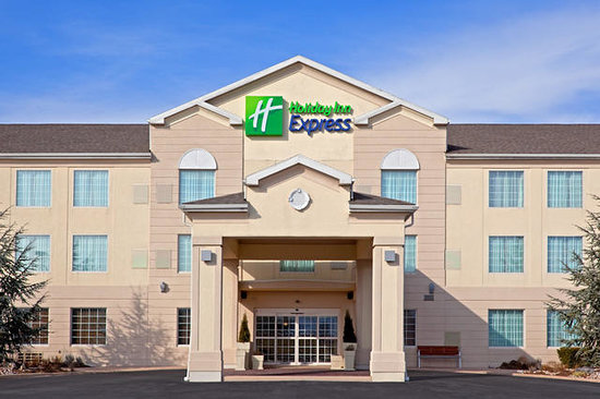 Holiday Inn Express Reading: Hotel Entrance