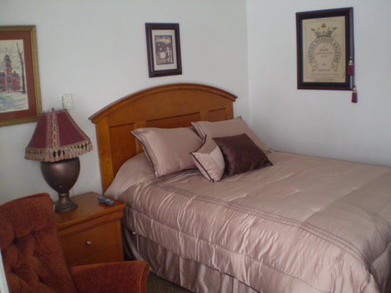 Traer, IA: Room 26 Peaceful Queen Bed