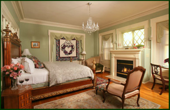 King's Cottage Bed & Breakfast: Our Majestic Chambre