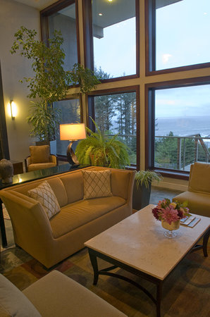 Whale Cove Inn: lobby