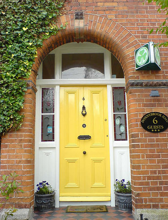 Donnybrook Hall Hotel: Victorian Period House Entrance