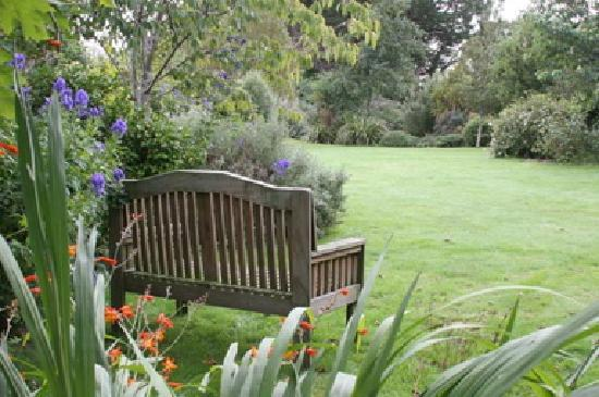 Beersheba Boutique Accommodation: Garden seat