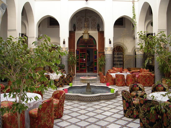 Riad El Yacout: Open courtyard for meals