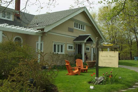 Front entrance of Leaside Manor B&B - Picture of Leaside ...