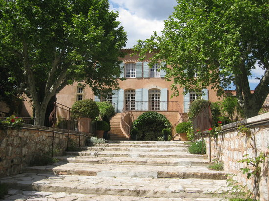 A lovely tour of the wineries around aix provence wine for Appart hotel 13005