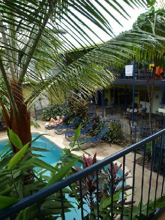 Cairns Central YHA Backpackers Hostel: Courtyard