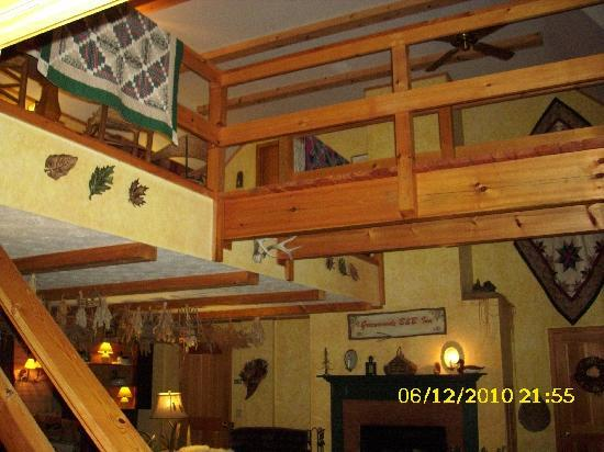 Greenwoods Bed and Breakfast Inn: Commons Area