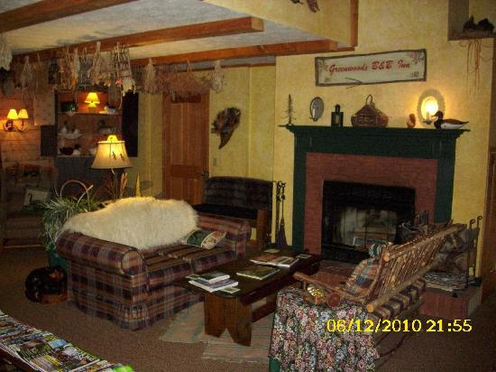 Greenwoods Bed and Breakfast Inn: Commons Area 2
