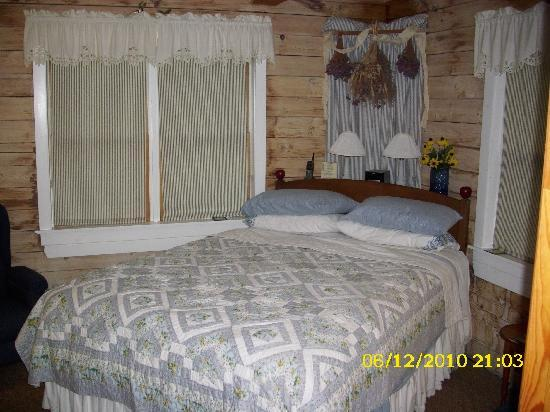 Greenwoods Bed and Breakfast Inn: Isabel - Our very cozy room