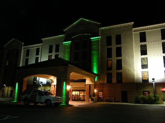 Holiday Inn Newport News: Holiday Inn and Suites