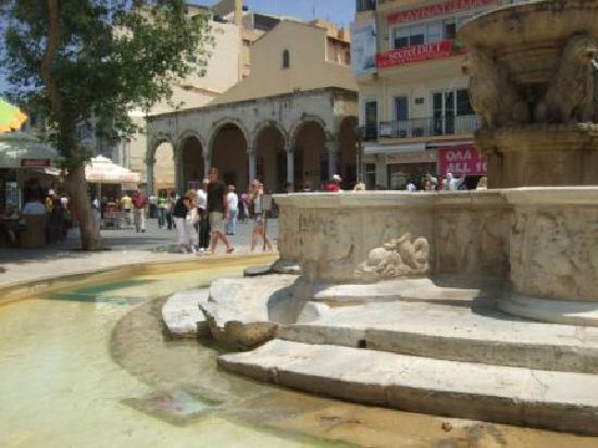 Iráklio, Hellas: Fountains in Iraklion