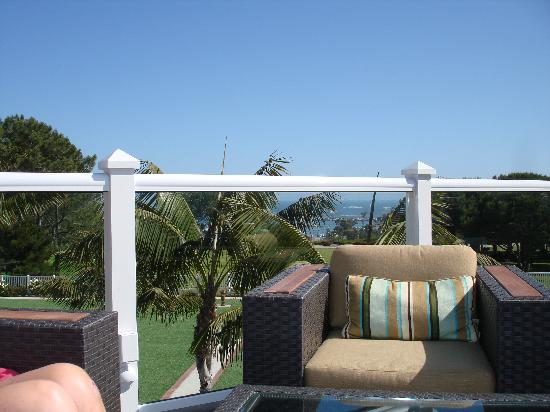 Laguna Cliffs Marriott Resort and Spa: Terrace at the hotel with awesome views and beautiful furniture