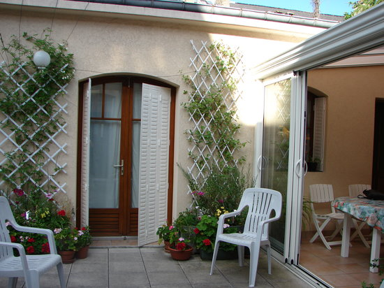 Mme Claudine Larcher: Roof garden @ Mme Larchers B&B, Reims