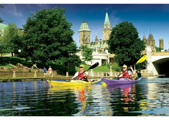 Ottawa, Canada: Couple kayaking on the Rideau Canal