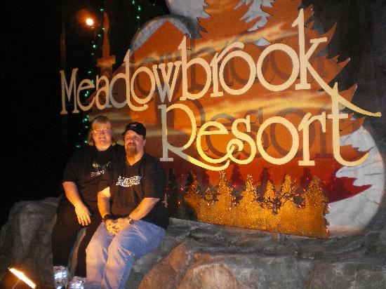 Meadowbrook Resort: relaxing at the sign