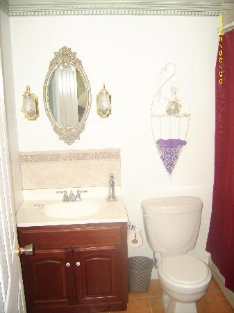 Ascendence Harbourside Mansion Bed & Breakfast Halifax: Royal Suite Bathroom