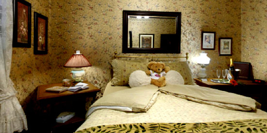1859 Historic National Hotel: Relax in our historic rooms