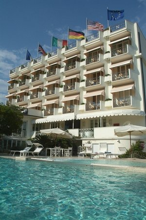 Hotel Il Negresco: Exterior View & Swimming Pool
