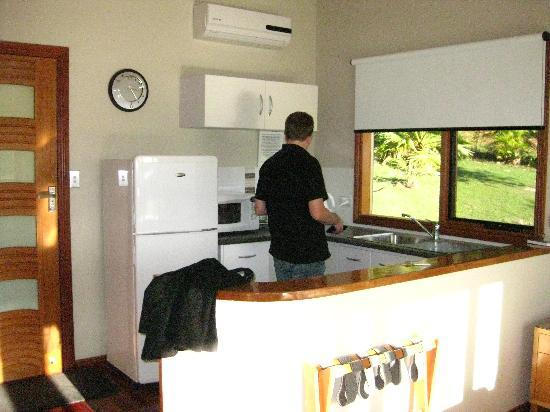Cape Byron Retreat: kitchenette