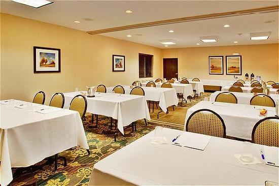 Holiday Inn Express Hotel &amp; Suites Altoona - Des Moines: Meeting Room