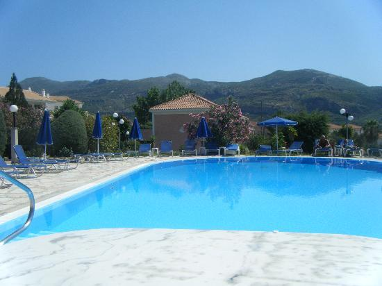 Katelios, Greece: Great Pool, and never short on sunbeds