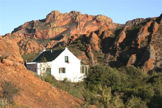 Red Stone Hills: Bushman cottage
