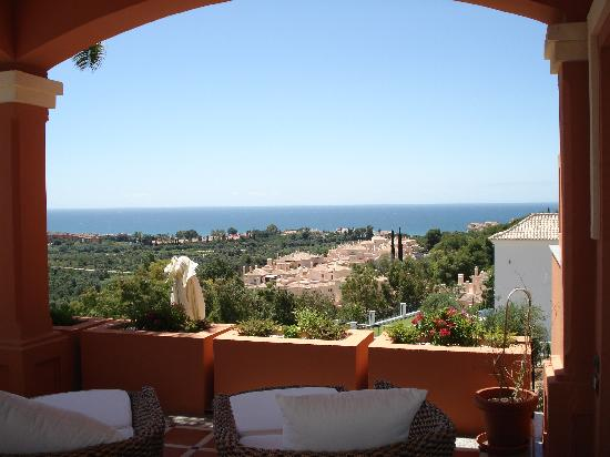 The Marbella Heights Boutique Hotel: Relaxing patio and pool with a view