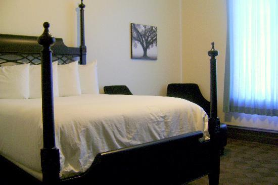Carlsbad, NM: comfy bed, chairs and ottoman