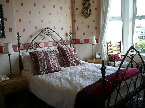 Glyn-y-Coed Hotel: a beautiful room