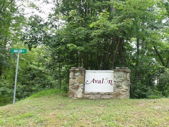 Paw Paw, WV: Entrance to the Avalon Resort & Community.