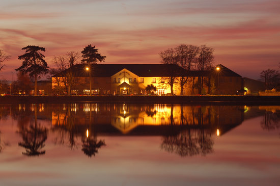 Dungarvan, Ireland: The Park Hotel at night