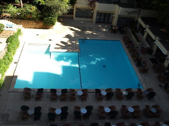 Puig de Ros, Spanien: Seating Area By Pool and Bar
