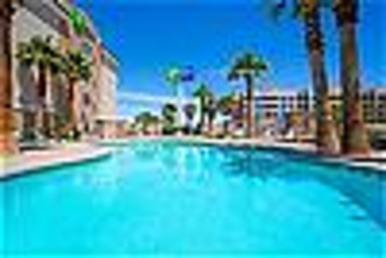Holiday Inn Express Las Vegas South : Outdoor heated pool and spa