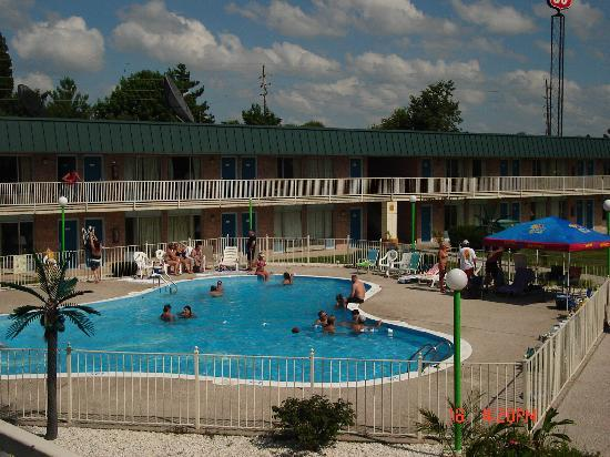 Photo of Econo Lodge Inn & Suites Blue Springs