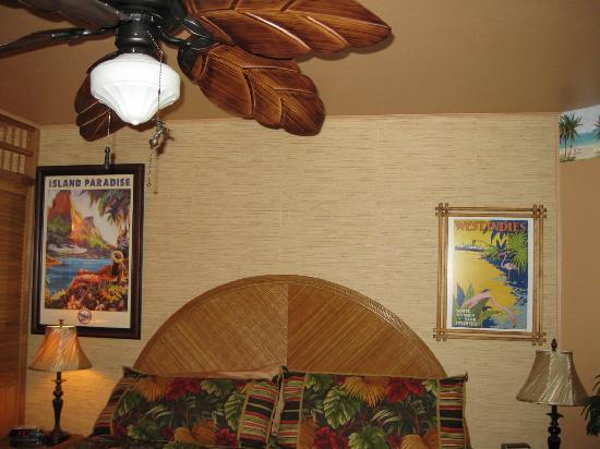 Flamingo Motel: Very roomy and comfy bed